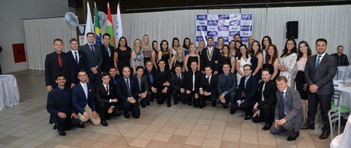 JCI Joaçaba, Herval e Luzerna realizou a cerimônia de distintivação dos novos membros, posse do conselho diretor 2018 e Prêmio Toyp 2017