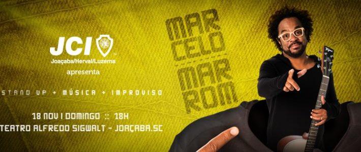 Com a roupa do corpo: JCI traz Marcelo Marrom para o palco do Teatro Alfredo Sigwalt